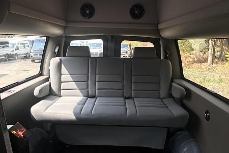 gmc-savana-2500HD-2016-rear-seat